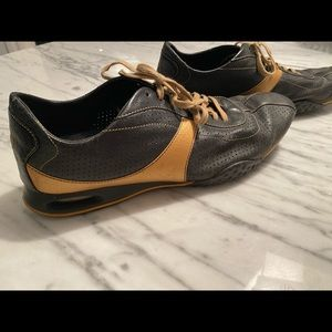 COLE HAAN NIKE AIR black & gold sneakers 10 1/2